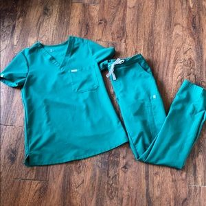 Figs hunter green one pocket top and Yola pants